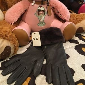 Ugg leather gloves